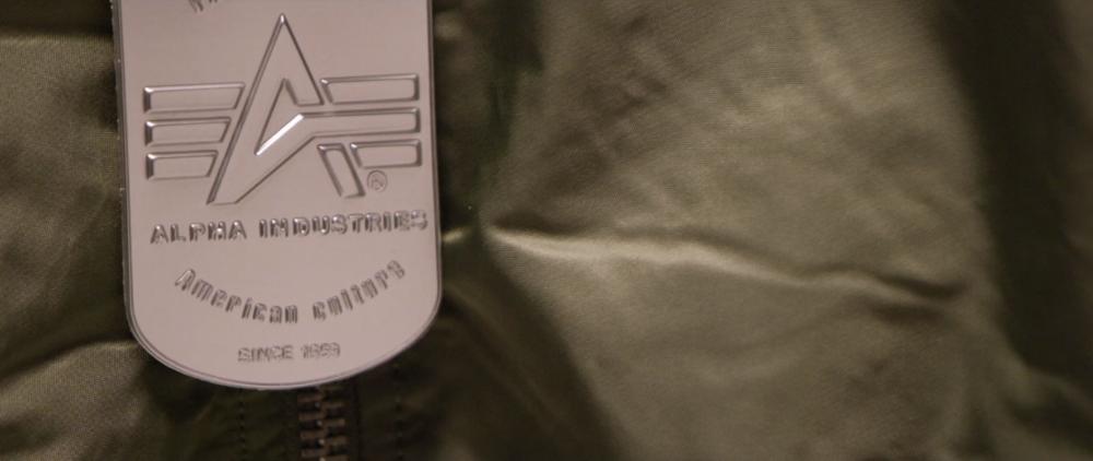 Изображение: Новые стандарты съёмных этикеток на куртках Alpha Industries