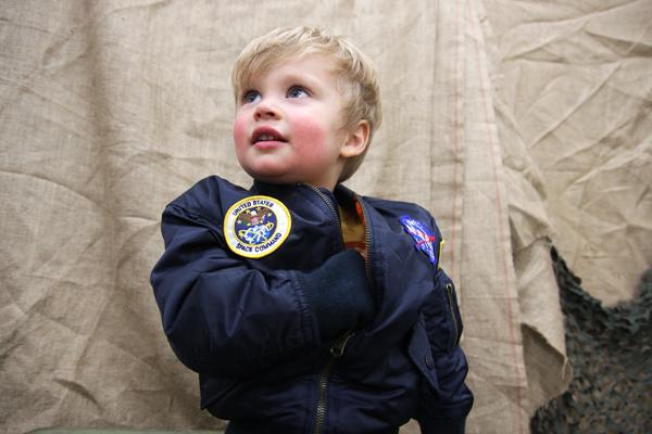 Изображение: Детские куртки Alpha Industries