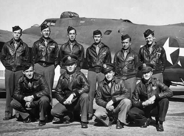 Пилоты ВВС США в летных куртках A-2