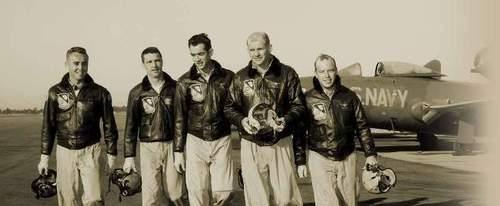 Пилоты ВМС (Navy) США в летных куртках G-1