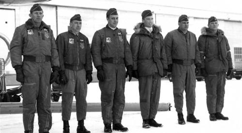 Пилоты ВВС США в летных куртках B-15, MA-1, N-3B